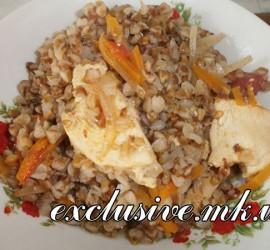 гречневая каша с овощами и куриной грудкой