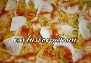 овощи на пицце