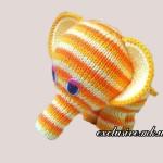 Радужный слоненок спицами