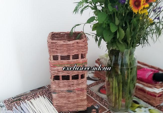 ваза из бумажной лозы