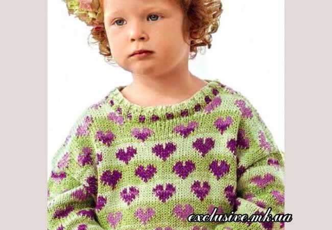 детский пуловер узором с сердечками